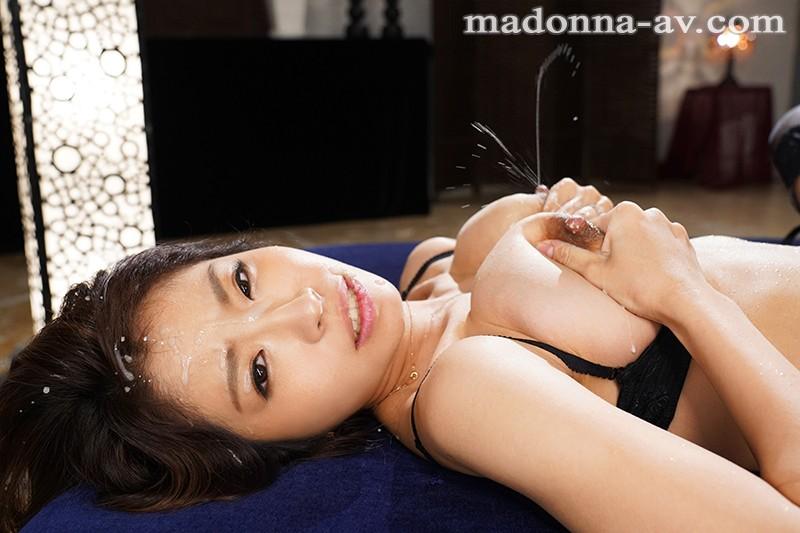 Madonna大型新人 こう見えて、母乳ママ。 さとう白音 28歳 AV Debut! 10枚目