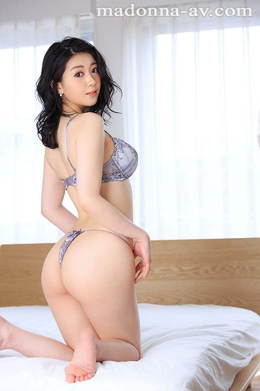 イイブランドには比例して、イイオンナが働いている-。 超有名高級ブランド店勤務 香坂のあ 25歳 AVデビュー!!