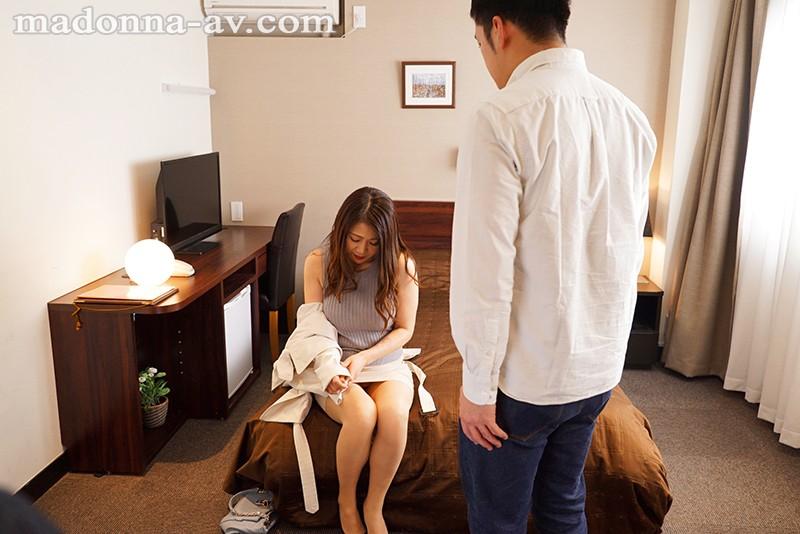 『初不貞』×『初性交』 お互いきっとドキドキしている-。 友田真希 2枚目