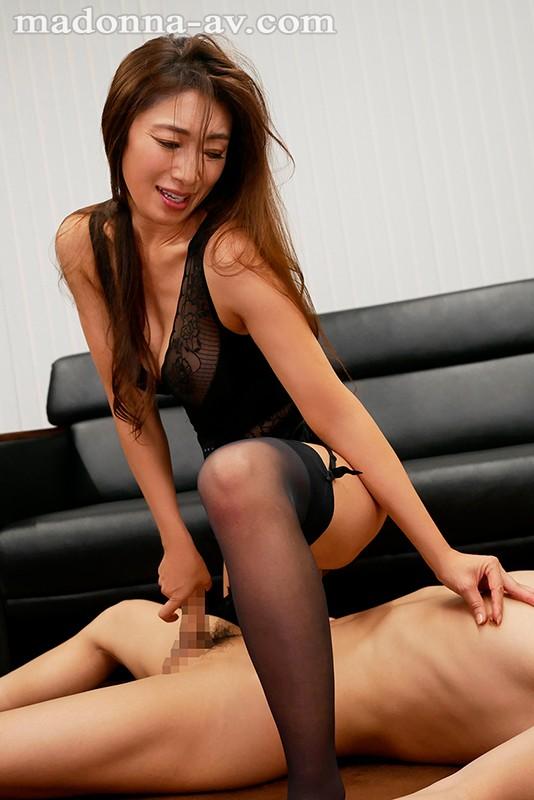 転職先の女上司に勤務中ずっと弄ばれ続けている新人の僕 小早川怜子 8枚目