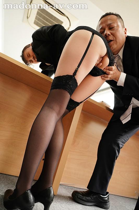 人妻オフィスレディの絶対領域 スレンダー人妻を襲う、言いなり社内羞恥―。 竹内夏希