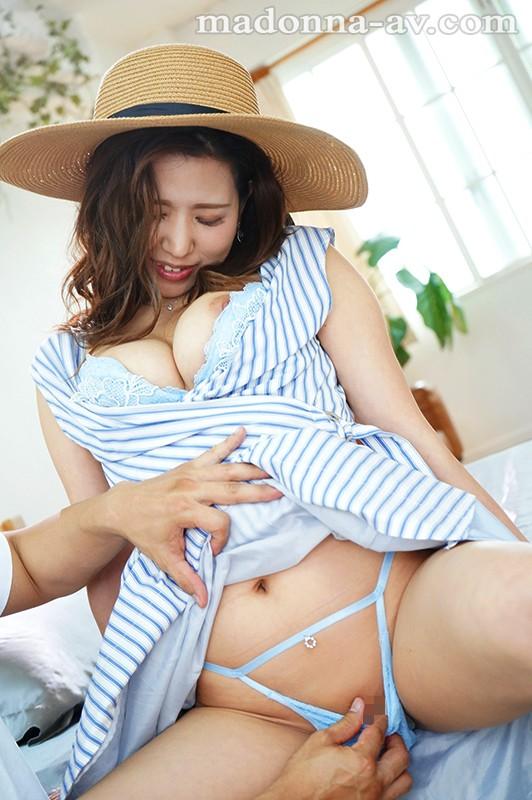 しっとり微笑み、うっとりGカップ、凛として美しい鎌倉美人。 青木珠菜 30歳 AV Debut!!