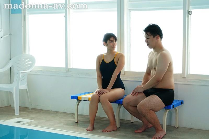 水泳教室NTR インストラクターの優しさに溺れた妻の衝撃的中出し映像 神宮寺ナオ 1枚目