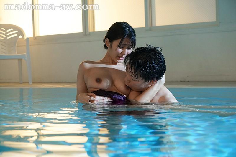 水泳教室NTR インストラクターの優しさに溺れた妻の衝撃的中出し映像 神宮寺ナオ 4枚目