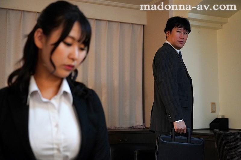 マリッジブルーNTR 結婚式前日に目撃したIカップ妻と同僚の衝撃的浮気映像 神坂朋子 2枚目