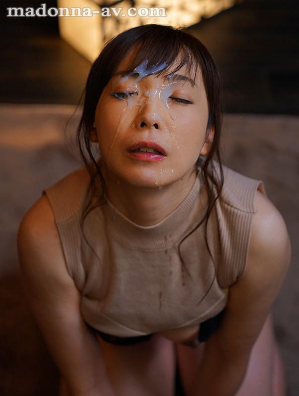 熟女なのに可愛い、可愛いのにドスケベ。 天然小悪魔タイプの肉食人妻 小林真梨香 46歳 AVデビュー!! 画像8