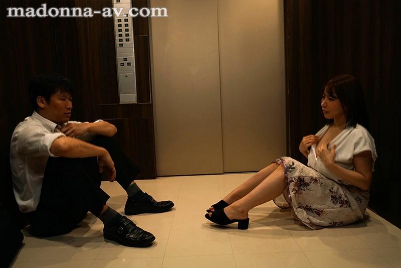 出張先のビジネスホテルでずっと憧れていた女上司とまさかまさかの相部屋宿泊 木村穂乃香