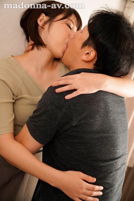 隣家のKカップ人妻と性欲が尽き果てるまで汗だくで貪り合った日々。 叶愛