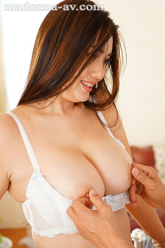 グラマラス×エレガンス 目のやり場に困るIcup人妻―。 市川京子40歳 AVDebut!!