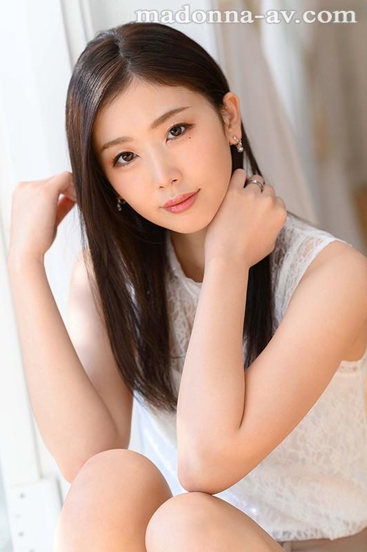 美しすぎて、目を合わせられない―。 小松杏 30歳 AV DEBUT ミステリアスな色気を放つ『アンニュイ系』超大型新人―。