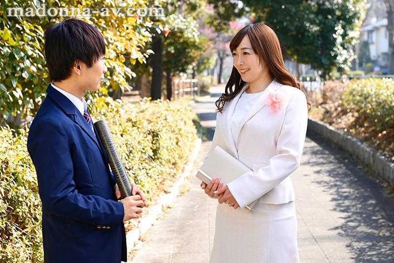 【エロ動画】卒業式の後に義母(人妻)と中出しセックス【小林真梨香】