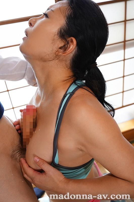 【エロ動画】息子の友達に中出しセックスされる人妻【一色桃子】