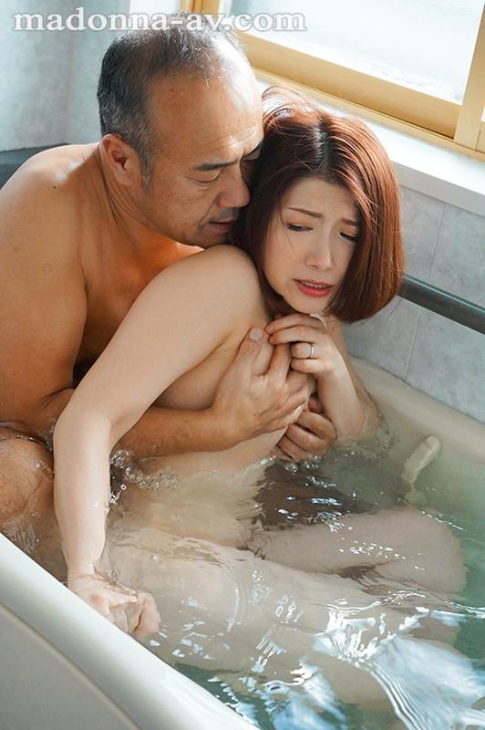 【エロ動画】淫乱人妻が中年オヤジと浴室で中出しセックス【加藤ツバキ】
