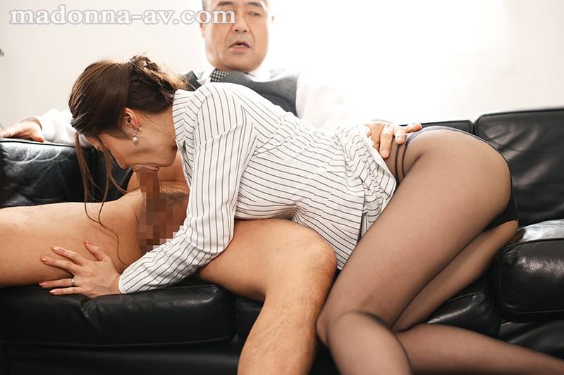 人妻秘書、汗と接吻に満ちた社長室中出し性交 最高級の美魔女が贈る極上の接吻《中出し》傑作ドラマ!! 愛弓りょう 画像3