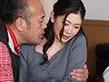 アンニュイ系の大型専属『中出し』解禁!! 夫と子作りSEXをした後はいつも義父に中出しされ続けています…。 小松杏