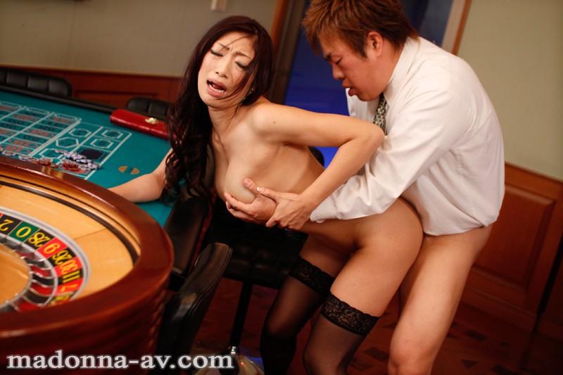 【小早川怜子 不倫】長い舌なエロい垂れ乳の人妻の、小早川怜子の不倫プレイがエロい。