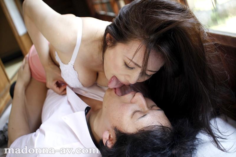 帰郷義母 〜真夏に激しく求め合う汗だくの母子〜 三浦恵理子サンプルF5