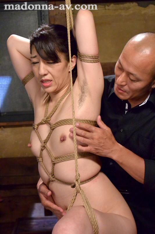 【縛り・緊縛】 人妻アナル寝取られ縛り ~恥辱の緊縛二穴姦通~ 朝宮涼子 キャプチャー画像 2枚目