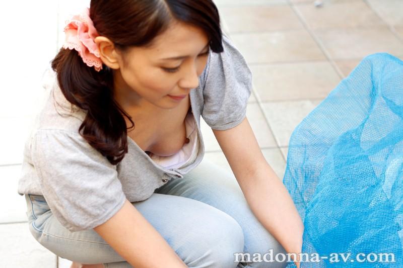 【美乳】 毎朝ゴミ出し場ですれ違う浮きブラ奥さん 木村はな キャプチャー画像 10枚目
