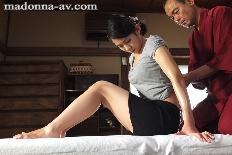全身性感帯の人妻と中年オイルマッサージ師 若葉加奈 キャプチャー画像 1枚目