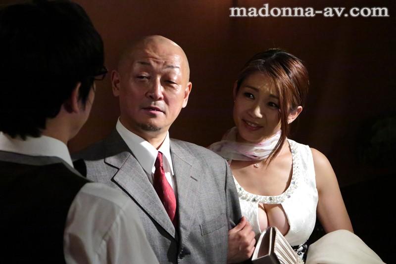 尋問 今晩、妻を責め立て寝取られの一部始終を白状させる―。 友田真希 画像2