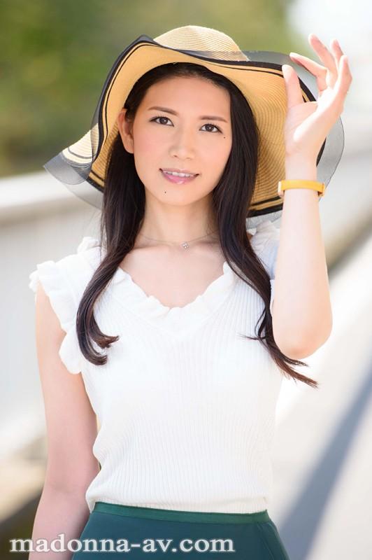 初撮り本物人妻 AV出演ドキュメント 某大物歌手の元バックダンサー 福田涼子 36歳 AVデビュー!! 画像1