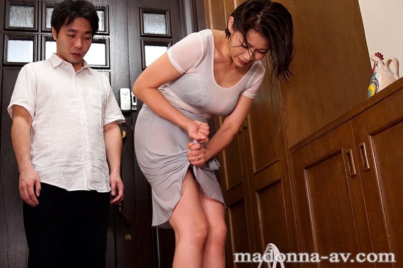 暴風雨 憧れの嫁の母と二人だけの夜 友田真希サンプルF2