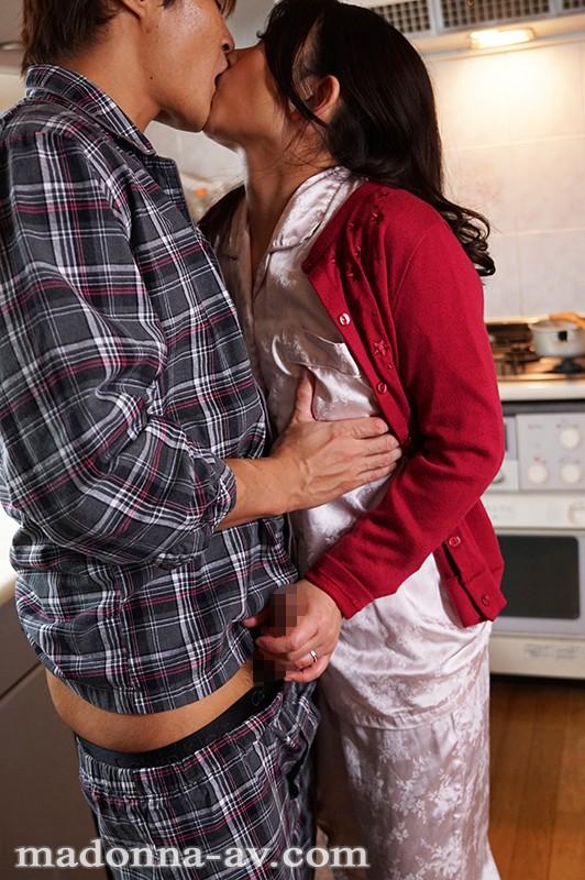 愛しさに濡れた昼下がり 〜義母と息子の決して許されない背徳相姦〜 一色桃子 キャプチャー画像 1枚目