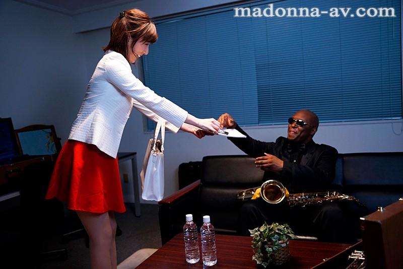 JUY-665 Studio Madonna - *Surprise Creampie Sex* Black Jazz Musician Cuckold Sex My Wife Has Been A Longtime Fan Of The Big Time Jazz Musician Magnum, And He's Finally Cumming To Japan My Company Was Sponsoring His Concert Tour, So I Gave My Wife The Gift Of A Tic - big image 1