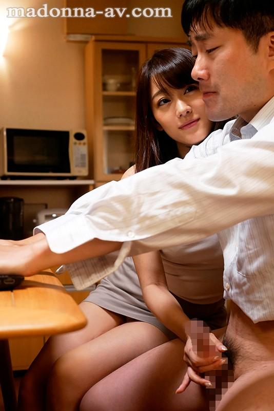 パソコンの横で手コキする西野翔