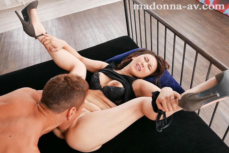 現役受付嬢 Madonna専属 第2弾!! 酸いも甘いも経験したアラフォー人妻の人生を覆す 超過激な初体験3本番Special 本上さつき キャプチャー画像 2枚目