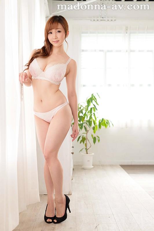 デビュー初SEXで男優が挿入前に手コキで暴発!! 手コキの天才人妻(無自覚) 初美りえな 33歳 AVデビュー!!のサンプル画像
