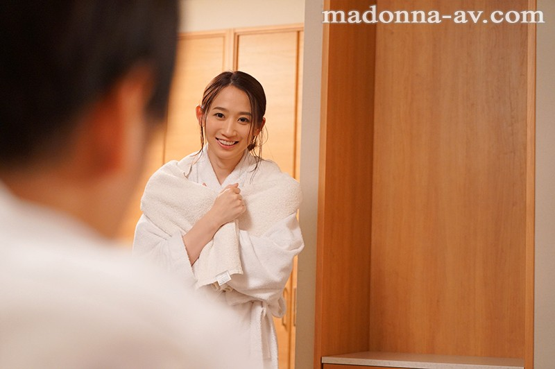 出張先のビジネスホテルでずっと憧れていた女上司とまさかまさかの相部屋宿泊 水戸かなのサンプル画像