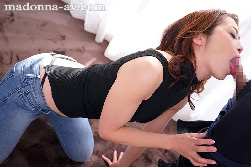 AV界のレジェンド美熟女マドンナ専属決定スペシャル!! 北条麻妃が人生で一番乱れる'本気'の3本番 画像2