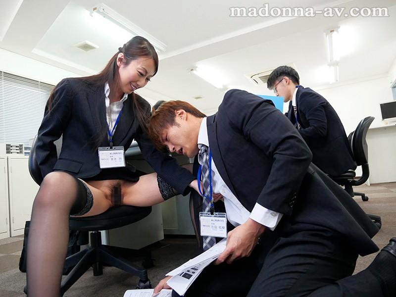 僕の乳首を常に責めまくり、勃起させながら笑みを浮かべる人妻 青木玲