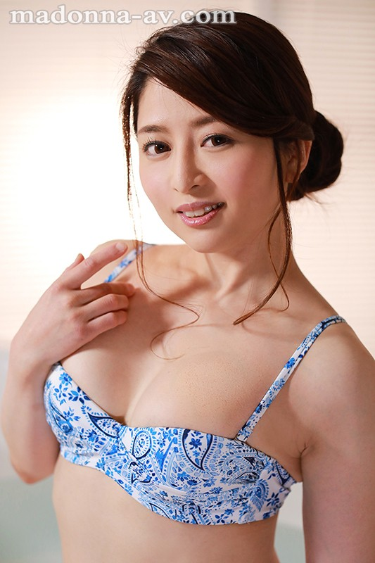 JUY-924 Studio Madonna - An Erotic And Cool Married Woman Who Is Glowing With A Powerful Erotic Aura Ryoko Maki 34 Years Old Her Adult Video Debut!! big image 4