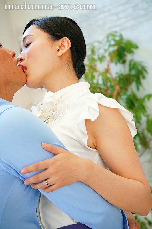 白衣の下はランジェリー。フェラチオ中毒のムッツリ女医 国仲涼香 37歳 AVデビュー!! キャプチャー画像 1枚目