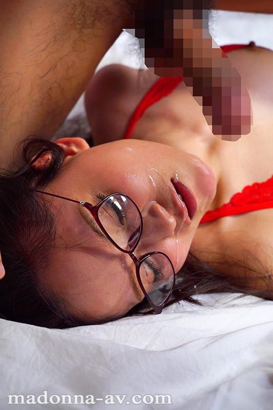 白衣の下はランジェリー。フェラチオ中毒のムッツリ女医 国仲涼香 37歳 AVデビュー!! キャプチャー画像 10枚目