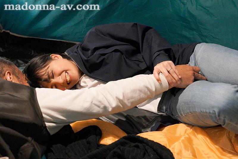 町内キャンプNTR テントの中で中出しされた妻の衝撃的寝取られ映像 根尾あかり 3枚目