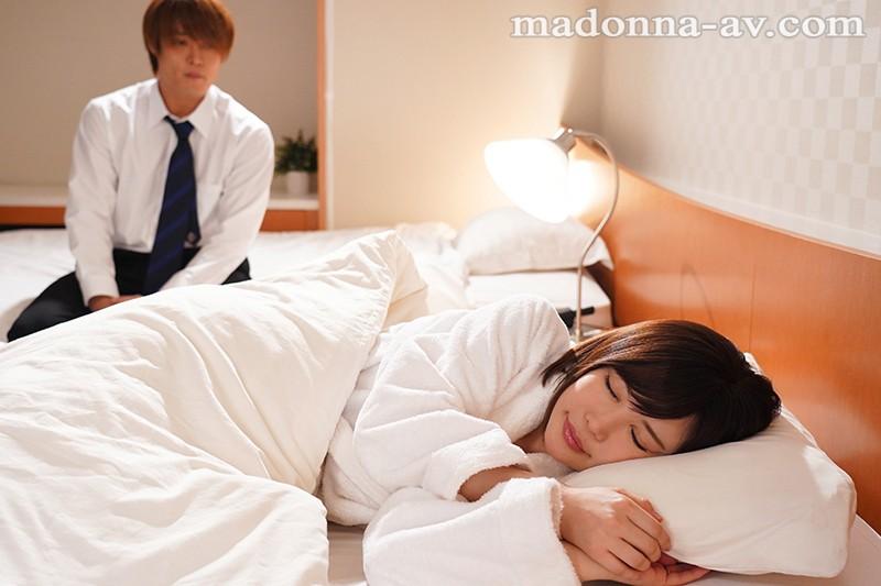 眠っている間に部下に服を脱がされおっぱいを吸われ…嫌なのに蜜音響くほどに濡れちゃう女上司 - イメージ画像