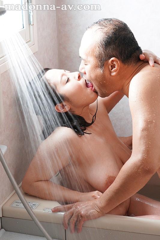 浴室からはじまる中年男女の溺れゆく情事 濡れた密室 牧村彩香 の画像4
