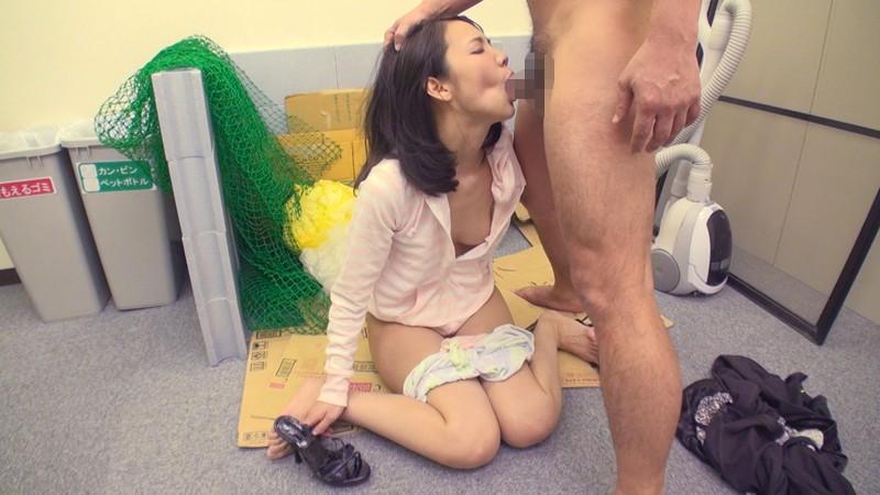 スレンダーなノーブラで美乳の奥様人妻の、中出しフェラ露出無料動画。【奥様、人妻動画】