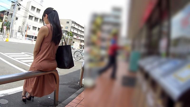 マキシワンピ女をレ●プ!3 薄着1枚で出歩くエロ女を人気の少ない場所まで尾行して… あえて脱がさず服の上から身体をまさぐり着衣のままハメて中出し3