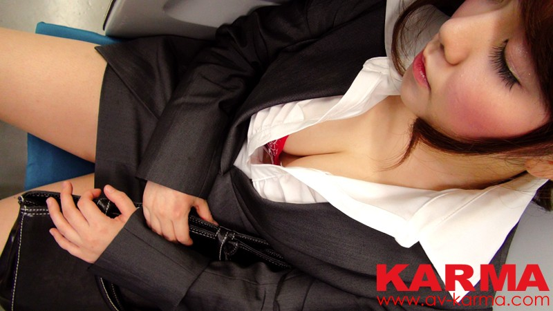 【ドキュメンタリー】 関東某私鉄沿線 リクルートスーツOL電車内居眠り パンチラ&胸チラ盗撮3 キャプチャー画像 4枚目