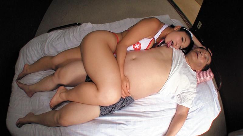 乳首びんびんドスケベ介護士 でか乳輪ガチムチ猥褻ボディの淫乱痴女 の画像5