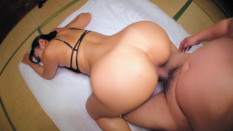 乳首びんびんドスケベ介護士 でか乳輪ガチムチ猥褻ボディの淫乱痴女 の画像2