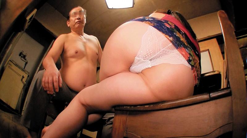 乳首びんびんドスケベ介護士 爆乳グラマラスボディ淫乱スネーク痴女5