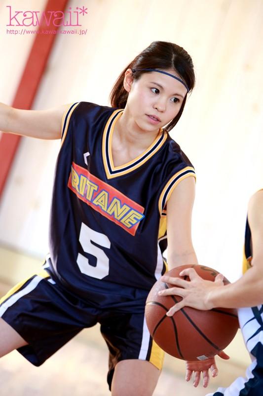 バスケットボール歴12年!高校時代ヨーロッパ大会出場!日本プロリーグ目指し北欧からスポーツ留学してきた手脚の長~い168cm8頭身ハーフ美少女!可愛すぎる現役アスリートAVデビュー スーザン・ユリカ
