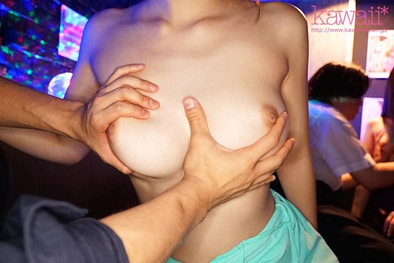 感じ過ぎてこっそり本番ヤラせてくれる奇跡の敏感巨乳おっパブ美少女 伊藤舞雪8