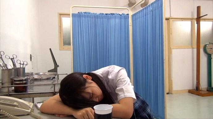 制服美少女睡眠薬昏●いたずら動画 被害者36人!8時間総集編のサンプル画像